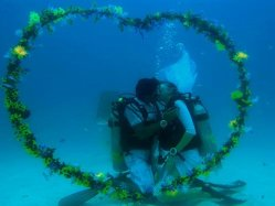 extreme wedding scuba diving wedding, underwater wedding